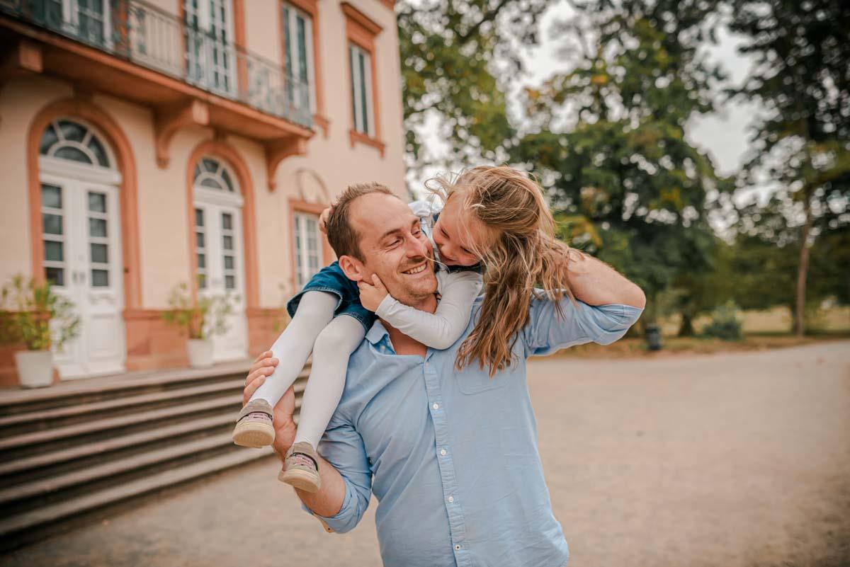 familienfotos-in-aschaffenburg-im-schönbusch-shooting-fotograf